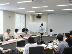 ジンポー語の言語研修中の写真