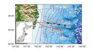 図1)三陸沖光ケーブル式海底地震・津波観測システム(黒線)の設置位置。ケーブルに接続されている地震計と津波計によって1996年から観測を行っている。