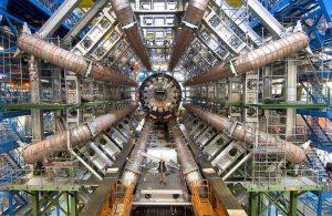 LHC加速器の陽子・陽子衝突点にあるATLAS検出器