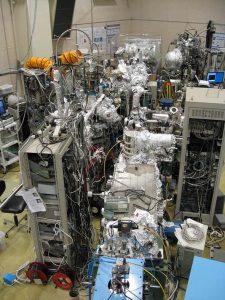 図1 広島大学放射光科学研究センターの高分解能角度分解光電子分光実験ステーションBL-9A。