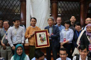 1976 年以来国内外で学部生や大学院生、社会人、若手教員らを対象として東南アジアセミナーを開催