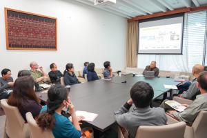 ランチタイムを利用したBrown Bag Seminarで研究報告と討論