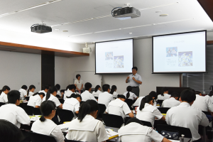 スーパーグローバルハイスクール指定校の高校生に山本准教授が講義