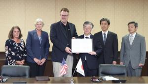 2018年6月27日、マイクロン・テクノロジー財団と研究・教育の助成に関する協定を締結しました。