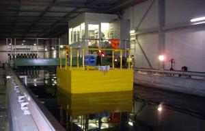 浮体式波力発電装置の水槽実験