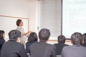 スーパーグローバルハイスクール指定校の高校生に研究内容をポスドク研究員が説明