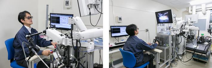 術者はマスターコントローラーを操り鉗子を操作する。3D用のメガネをかけ、モニターを見ながらコントローラーを操る。