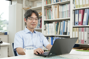 「研究していると、1年のうち300日ぐらいは苦しいんですが(笑)、誰も知らなかったことがわかったときの嬉しさは格別です」と竹内教授。