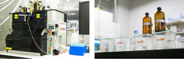 実験室にはさまざま機材が並ぶ。(左)5年ほど前、従来のものと比べて大幅に小型化された細胞分離機を、日本でいちはやく導入した。(右)薄層クロマトグラフィーの展開槽が林立する実験台。地道な生化学的アプローチが数々の発見の基礎となった。