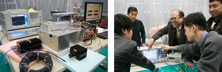 ヨサファット研究室が2013年8月に完成させた、波長約24cmの「円偏波合成開口レーダ」(CP-SAR)のシステム(上:写真はヨサファット教授提供)。センサを開発した実験室内のクリーンルームで(下)。