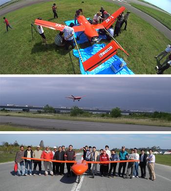 2012年6月、静岡県富士川滑空場で空を舞った無人航空機「JX-1」(写真はヨサファット教授提供)。