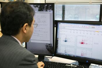 「POSデータ」の解析にコンピュータは欠かせない。毎週1ギガバイトほどのデータが研究所内のサーバーに送られ、さまざまなツールを使って解析する。