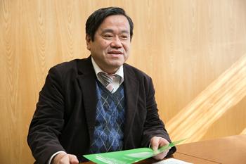 小山二三夫教授。「大学で学んだことを、企業などの研究機関でそのまま使うことはあまりありません。しかし大学時代に工学の課題解決法をきちんと習得することで、新しい問題に出会ったときにそれを解決する力が身につくんです」と語る。