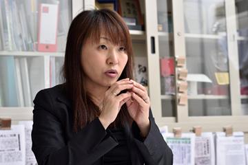 自身の研究について語る東田准教授。その語り口からは、他にはないアプローチで取り組む和漢研での研究に、自信と誇りを抱いているように感じられた。