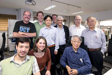 取材時、ドイツ、オランダ、イタリアから核物理学の研究者たちが、センターの施設で実験をするために訪れていた。互いに長年同じ分野を開拓し続けてきた同志らしく、和気藹々とした雰囲気に満ちていた