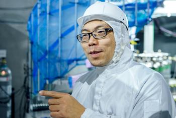 いつもにこやかに話す岸本准教授。2010年にXMASS実験が始まって間もないころから神岡でこの実験に携わり続けている。