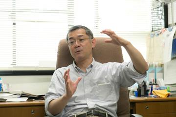一つひとつの質問に丁寧に答えてくださる柴田教授。