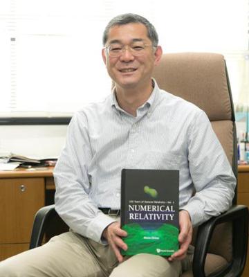 ご自身の近著と。研究者を目指す学生へのメッセージをお願いすると「何かに興味をもったら、とにかくその関連書を数多く読んだりしてその分野を深く探っていくことが重要です。積極的に動けば、やりたいことはきっと見えてきます。研究者を目指す人には、その努力をしてほしいと思います」と柴田教授。