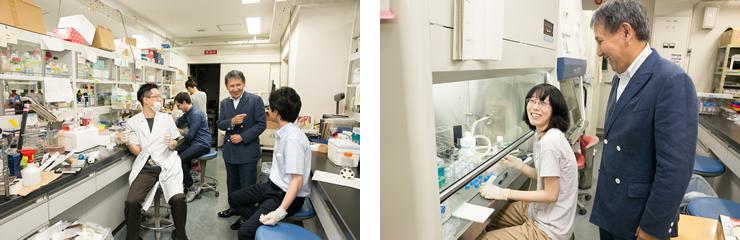 実験に取り組む学生たちと談笑する清野教授。研究室には、心地よい緊張感のなかにも和やかな雰囲気があった