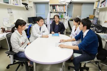 研究についてのディスカッションでは、メンバー全員に意見が求められる。