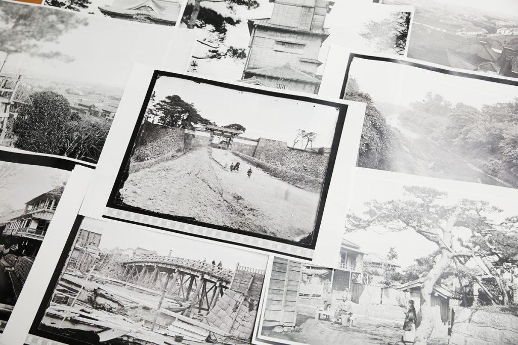 ヴィルヘルム・ブルガーとミヒャエル・モーザーが撮影・収集した古写真の数々。縦16.3 cm、横21.6 cmの写真原板を高精細なデジタルカメラで撮影し、反転加工のうえ、A3サイズ(29.7 cm×42.0 cm)に引き伸ばして印刷した。写真はさらに引き伸ばすこともでき、写り込んだ細部の情報から、歴史の実像に迫ることができる。