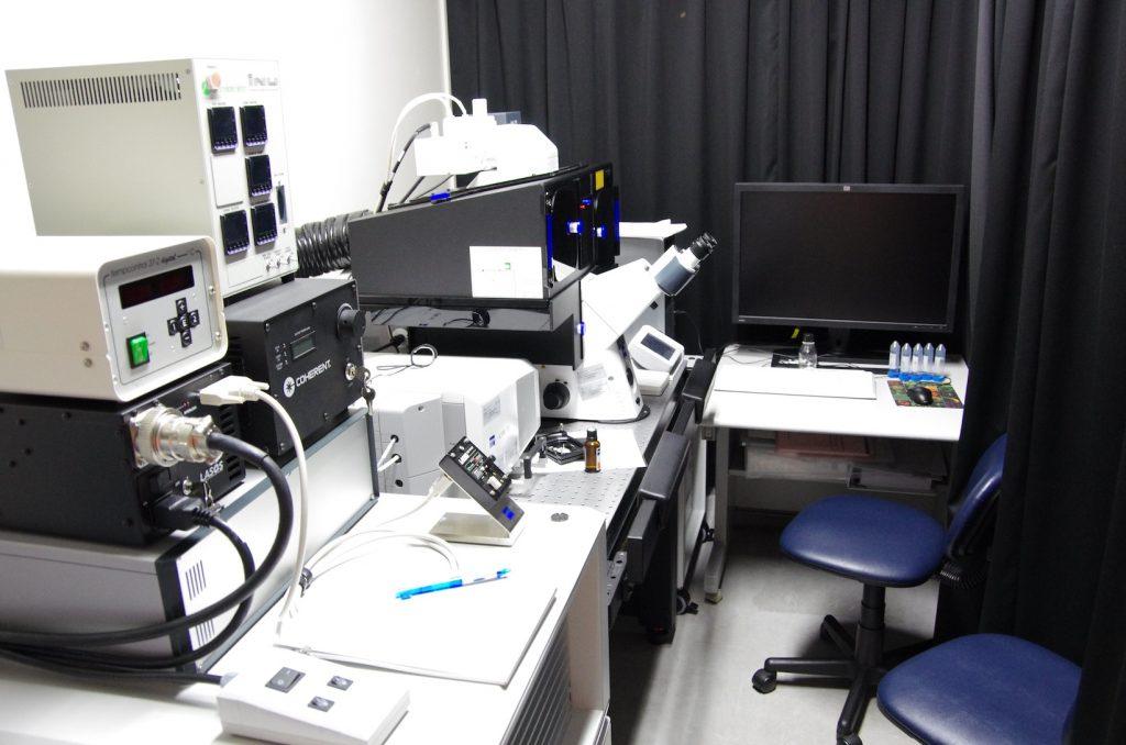 研究所の超高解像度顕微鏡