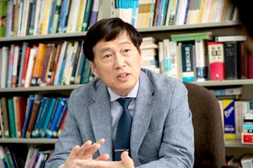 中国出身の黄教授は1992年に文部科学省国費留学生として来日し、その後99年に再来日して以来20年近く日本に暮らす。