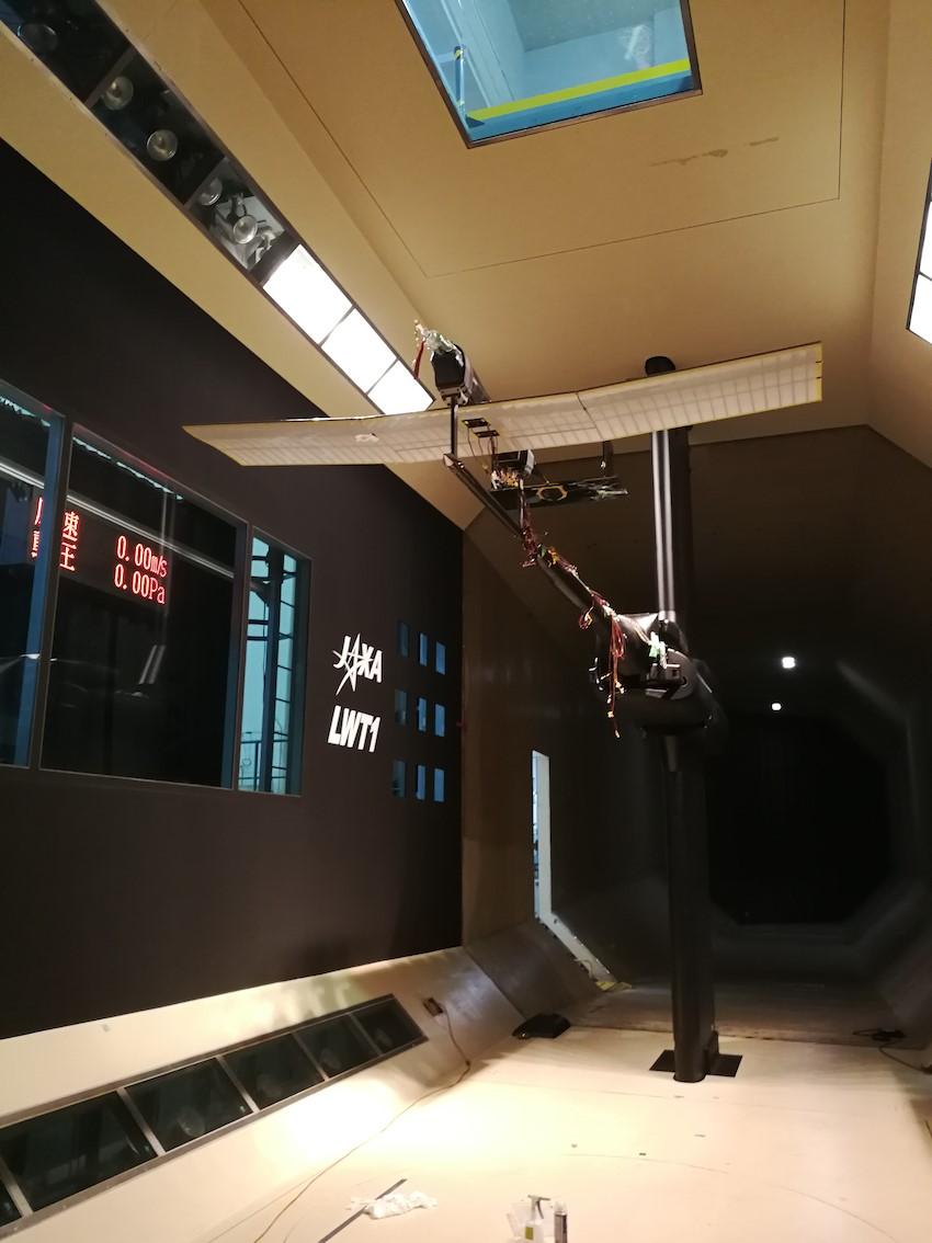 火星飛行機の試験機。機体の全長は約2m、翼の全幅は約2.5m。(写真提供 東北大学流体科学研究所永井研究室)