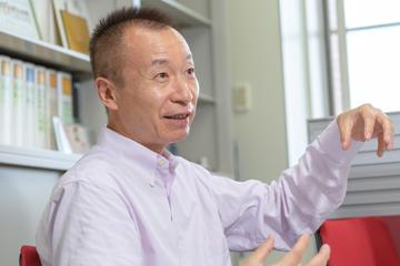 作製した化合物HiP-8の可能性について語る松本教授。HiP-8は、「大きな可能性を秘めている」という。