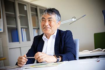 須田教授。気さくに丁寧に、研究内容を話された。