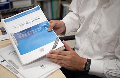 国連が発行する放射線についての報告書『アンスケア』。世界の放射線研究者のバイブルとなっている。