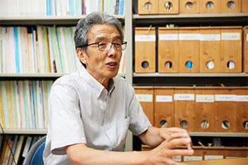成田空港で地震の巨大さを実感し、翌日には震災による福島第一原発の事故を知る。その時点で今回のプロジェクトの大まかな構想が頭に浮かぶと同時に、自分のライフワークになりそうな予感を持ったと語る恩田教授。